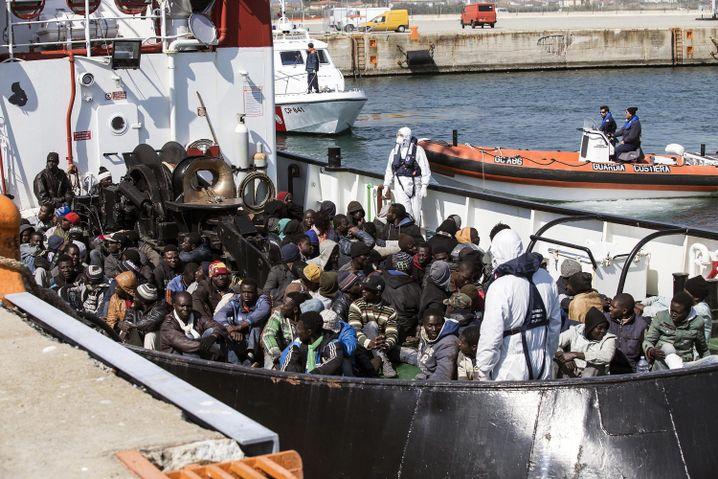 """Flüchtlinge in der kalabrischen Hafenstadt Corigliano: """"Triton"""" hat nicht abgeschreckt"""