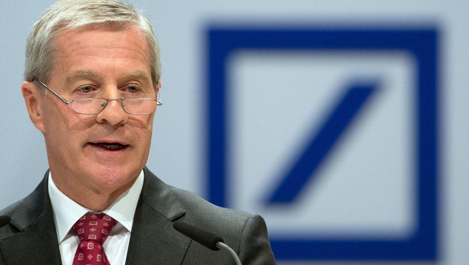 Deutsche-Bank-Chef Fitschen: Von zwei Seiten unter Druck
