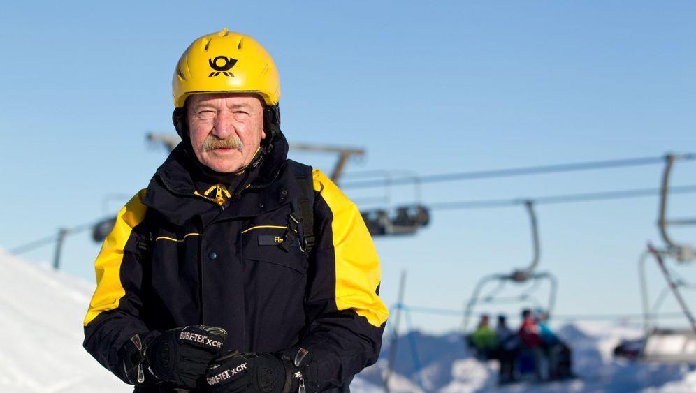 Alm-Zustellung: Ski heil, die Post kommt