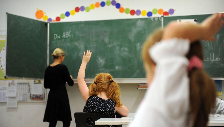 """Schulklasse (Archivbild): Mit """"Sieg heil"""" angefeuert?"""