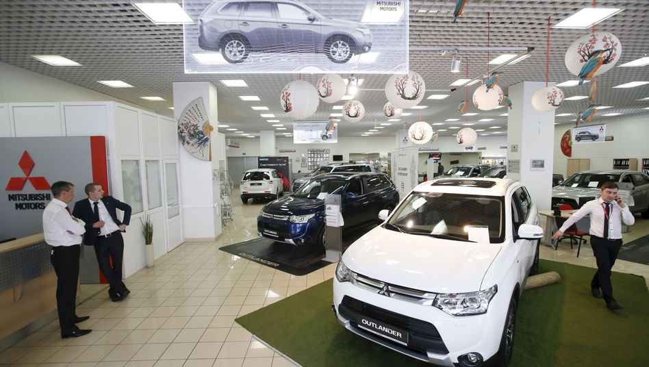 Warten auf Kundschaft: Autokäufer und -händler sehen sich heute selten