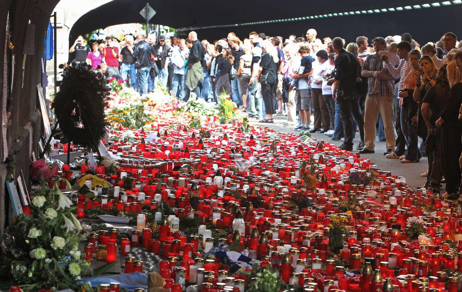 Duisburg / Love Parade-Katastrophe / Trauermarsch