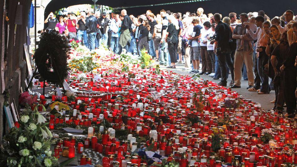 Trauermarsch für Opfer 2010 in Duisburg