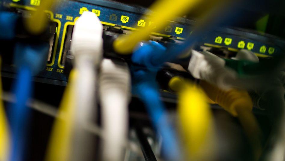 Netzwerkkabel in einem Serverraum: neue Regeln und neue Unklarheiten