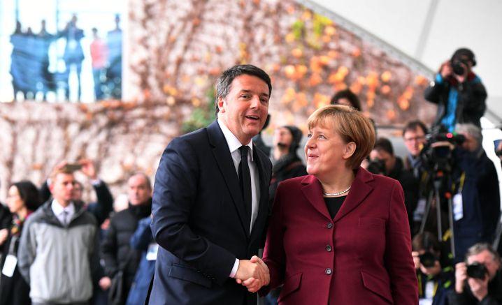 Italiens Ex-Ministerpräsident Renzi und Merkel
