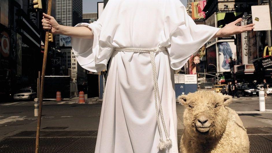 Immer weiße Kleider tragen, Lästern vermeiden: Ein Jahr lang übte Jacobs, gemäß biblischen Vorschriften ein besserer Mensch zu sein.