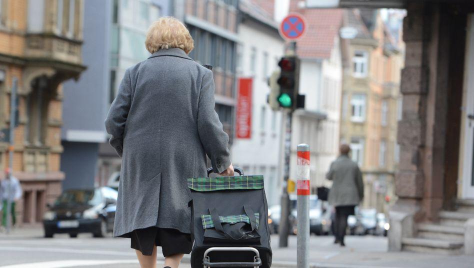 """Seniorin in Stuttgart: """"Eklatante soziale Schieflage"""""""