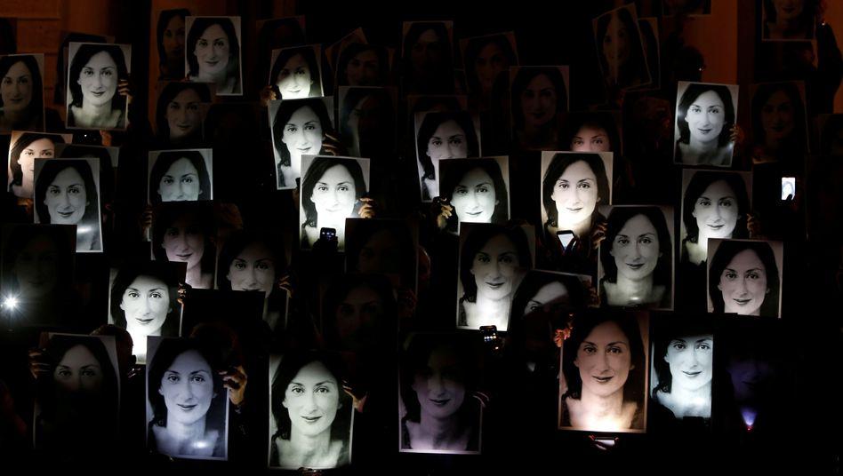 """Mahnwache für die ermordete Journalistin Daphne Caruana Galizia: """"Sie weigerte sich, den Bedrohungen nachzugeben"""""""