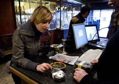 Coffeeshop-Kundin in Rotterdam: Trocknen und Vorräte anlegen