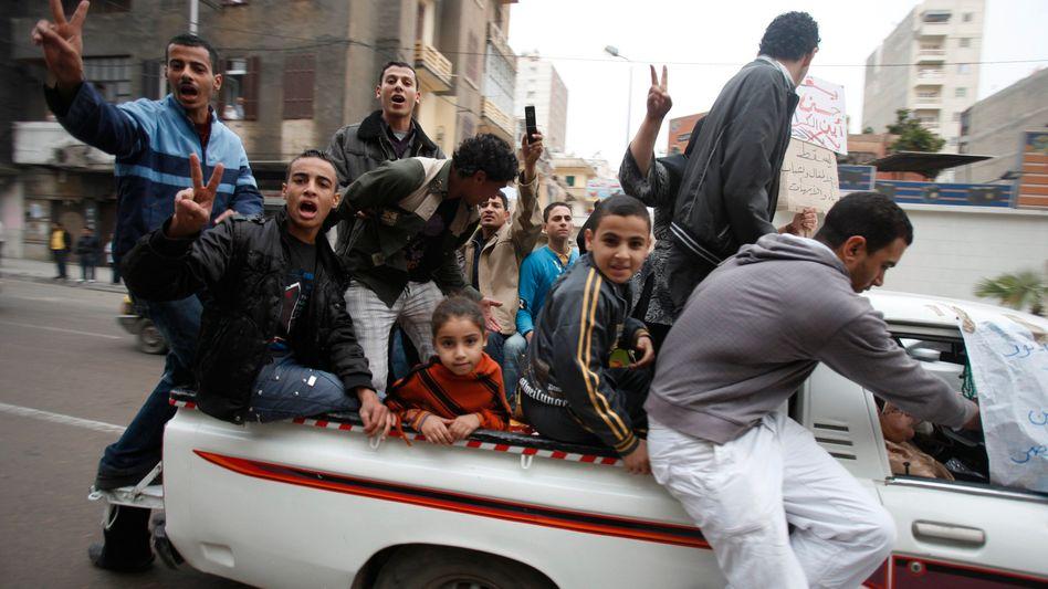 Mubarak-Gegner in Alexandria (Foto vom Donnerstag): Wie lange hält sich der Machthaber?