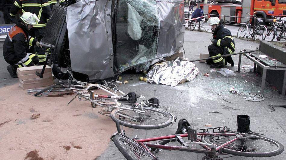 Unfallstelle in Hamburg: »Unter einem Autowrack ragte ein Kopf hervor«