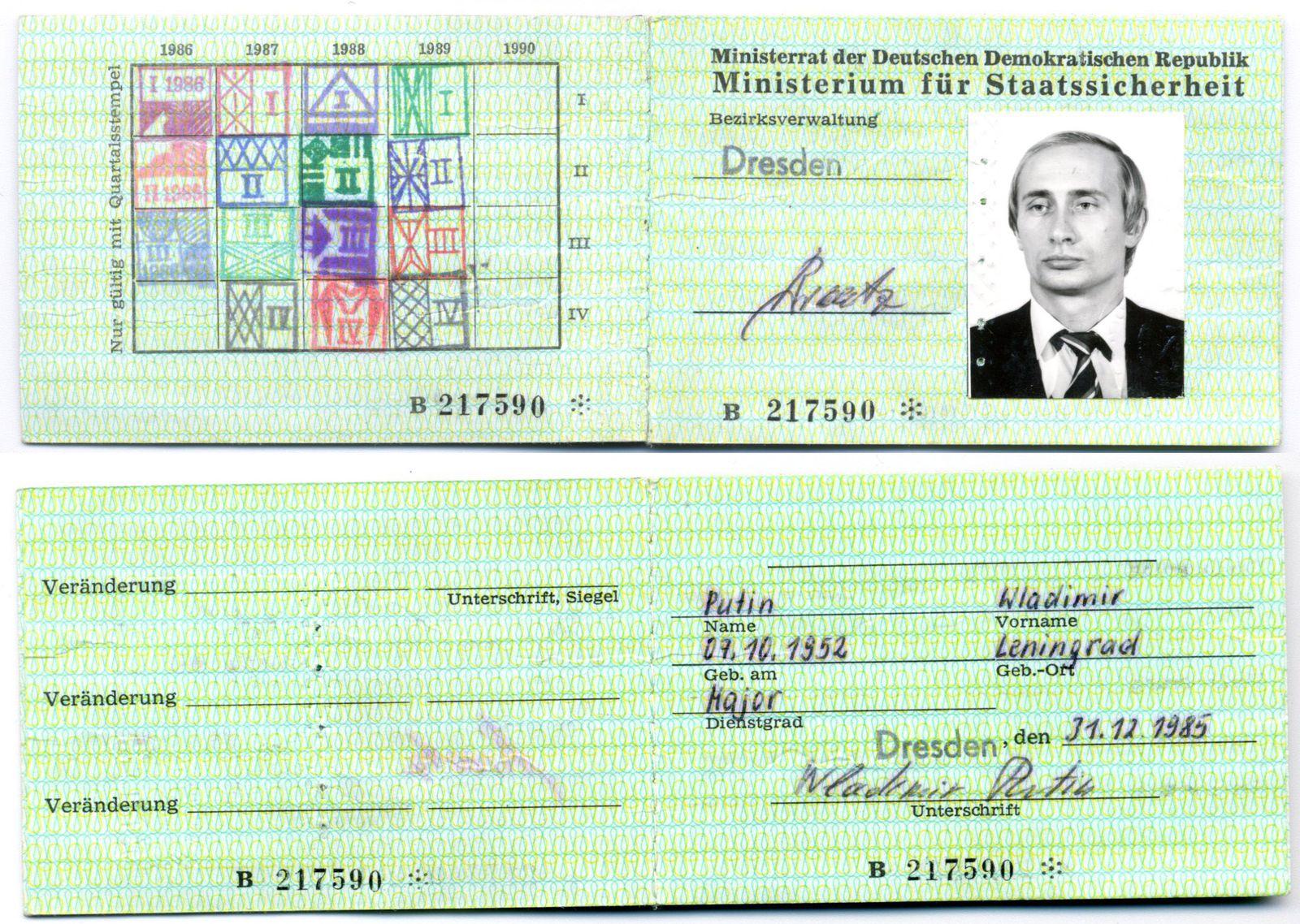 Wladimir Putin: Stasi-Ausweis von Ex-KGB-Offizier in Dresden gefunden - DER  SPIEGEL