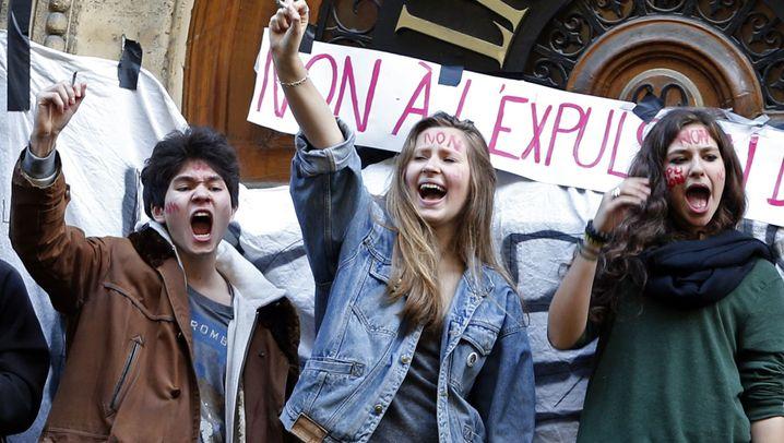 Proteste gegen Abschiebung: Pariser Schüler errichten Barrikaden