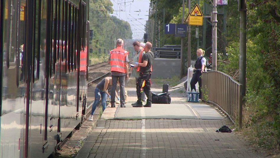 Bahnhof Voerde: Für die Spurensicherung wurde die Bahnstrecke mehrere Stunden lang gesperrt