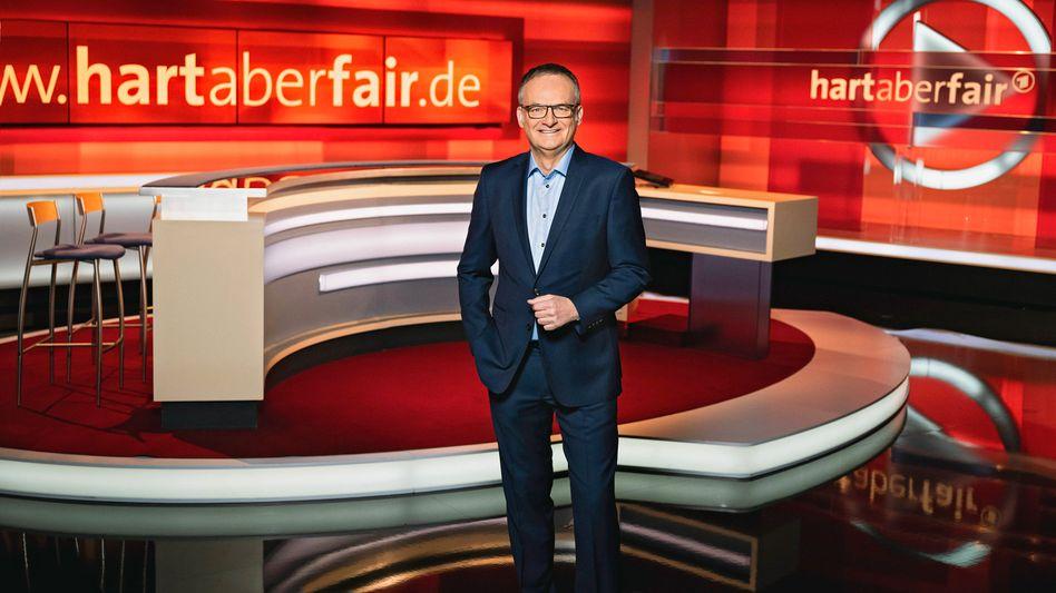 Frank Plasberg im Studio zur Sendung »Hart aber fair«