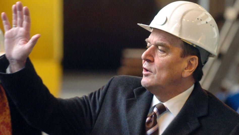 Gerhard Schröder auf der HDW-Werft (2005): Auch Rot-Grün genehmigte U-Boot-Lieferung
