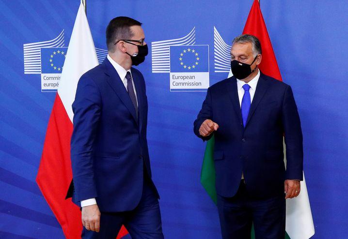 Polen Regierungschef Mateusz Morawiecki, Ungarns Premier Viktor Orbán (2020): »Die bedienen das Narrativ, dass der moralisch verwahrloste Westen ihnen seine Werte aufzwingen will«