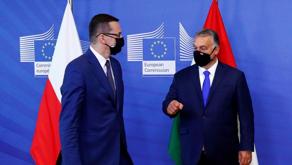 Polens Premierminister Mateusz Morawiecki und Ungarns Präsident Viktor Orbán: Gegen den Rest der EU
