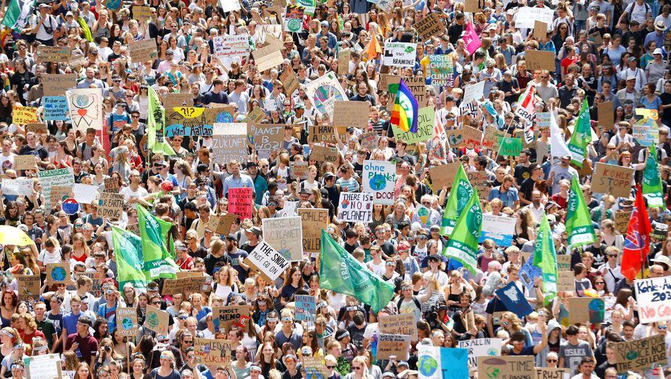 """""""Fridays for Future"""" - mit internationaler Unterstützung in Aachen."""