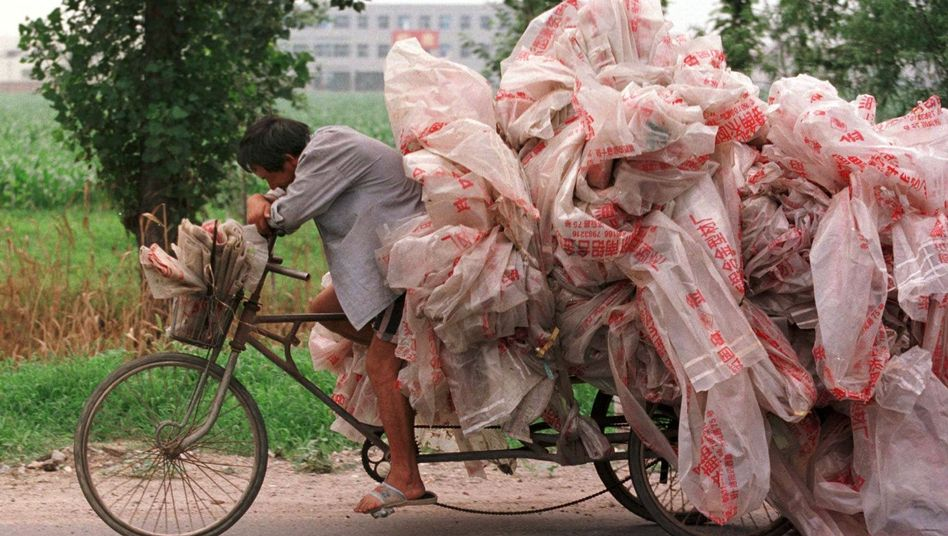 Bisher wird Plastikmüll in China meist vergraben, verbrannt - oder landet in Flüssen