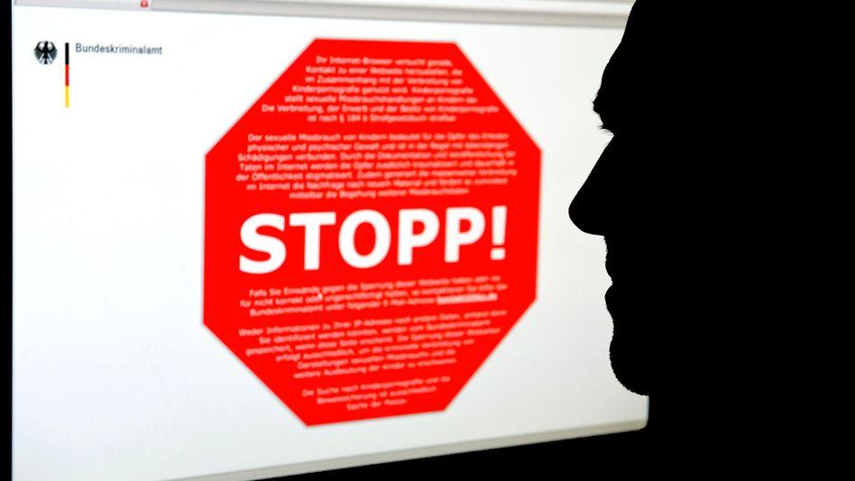 Stopp-Schild auf gesperrter Internetseite (Archivfoto)