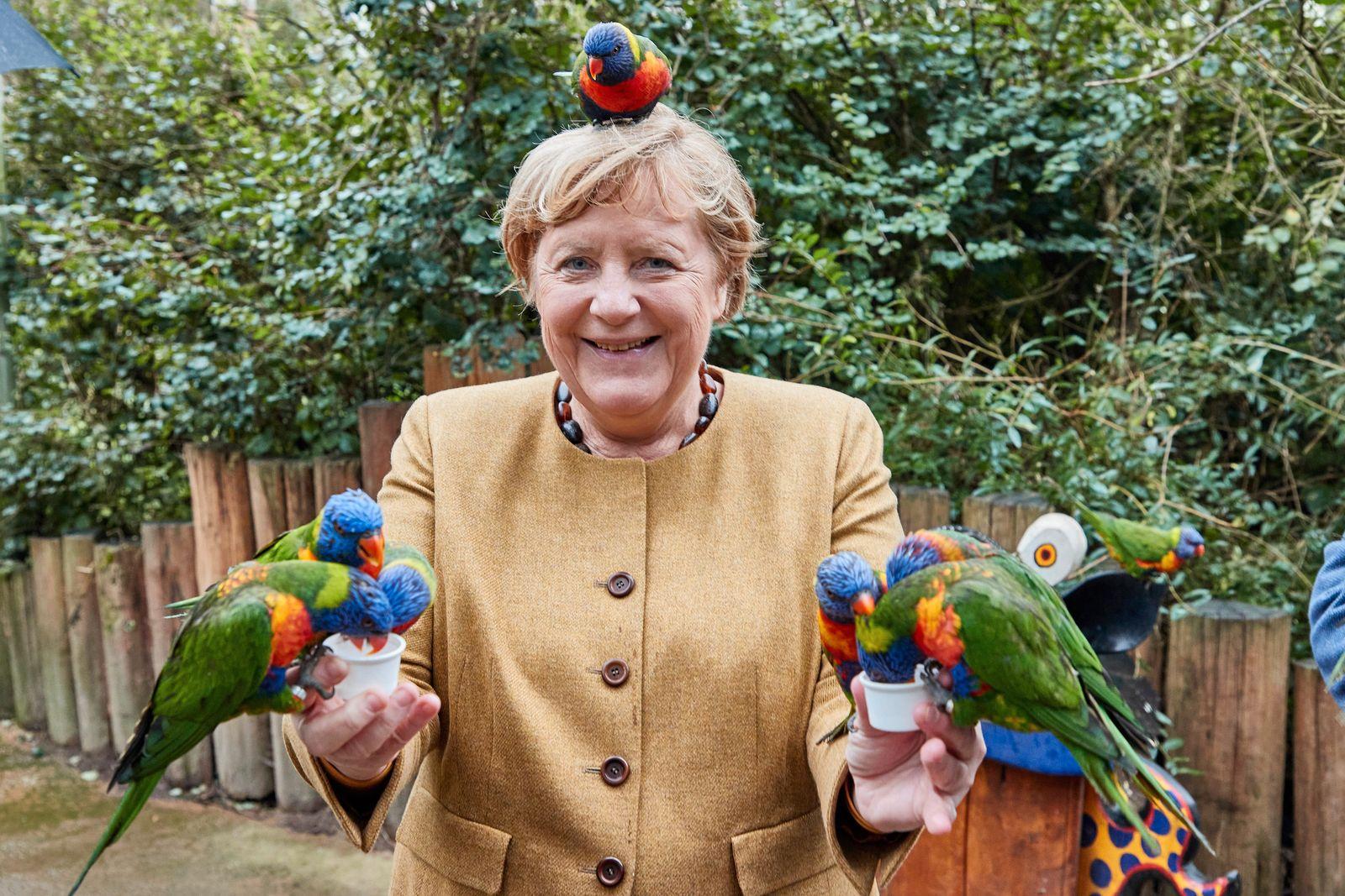 Bundeskanzlerin Angela Merkel besucht den Vogelpark Marlow