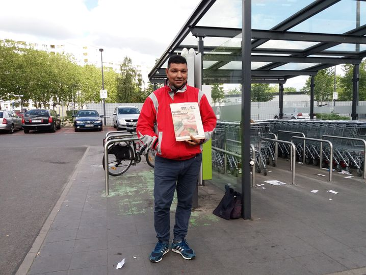 Petrica Gologan, Petronela's and Leonard's father, earns his living begging for money in front of supermarkets in Berlin, Germany.