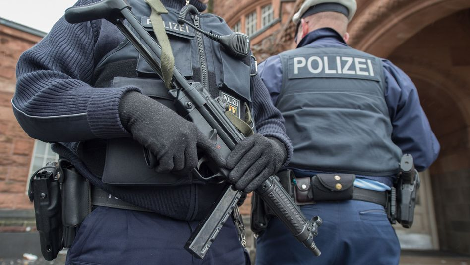 """Bundespolizisten (Archivfoto): Behörden will """"grenzpolizeiliche Maßnahmen"""" intensivieren"""