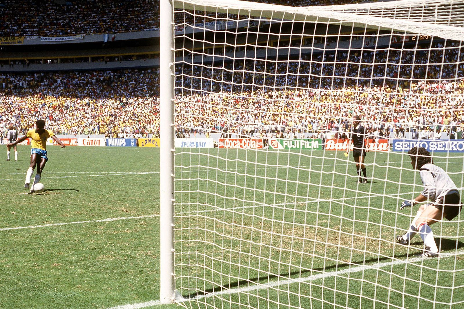 Julio Cesar li Brasilien gegen Torwart Joel Bats Frankreich Duell vom Elfmeterpunkt