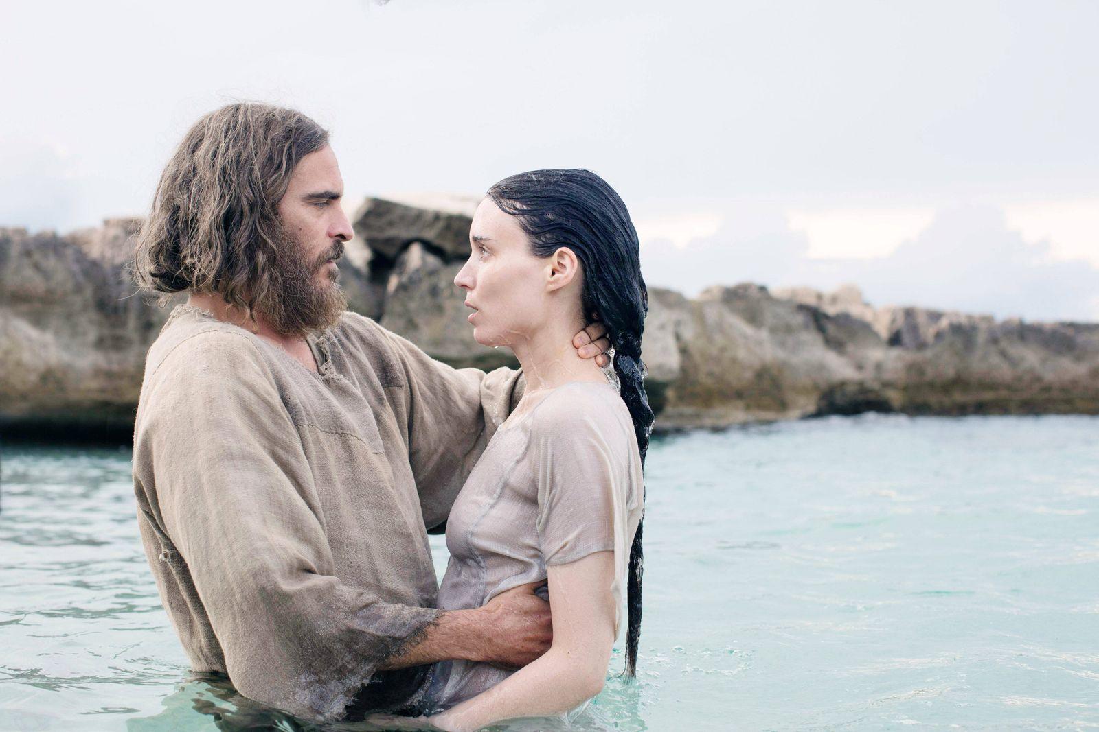 MARY MAGDALENE, from left: Joaquin Phoenix as Jesus, Rooney Mara as Mary Magdalene, 2018. ph: Jonathan Olley / IFC Films