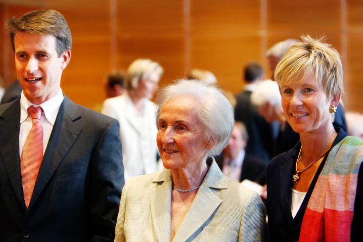 Johanna Quandt (Mitte) mit ihren Kindern Stefan Quandt und Susanne Klatten