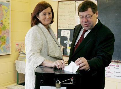 """Auf den Wahlzetteln der Iren stand neben dem von der EU vorgeschlagenen """"Yes"""" noch ein wahlrechtlich bedenkliches """"No"""" - Versehen oder Absicht?"""