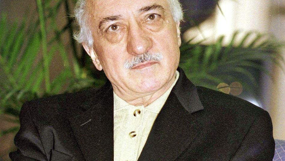 Islamic theologian Fethullah Gülen (1998 photograph). An unpublished book by a recently arrested Turkish journalist alleges that his Gülen movement has infiltrated Turkey's police force.