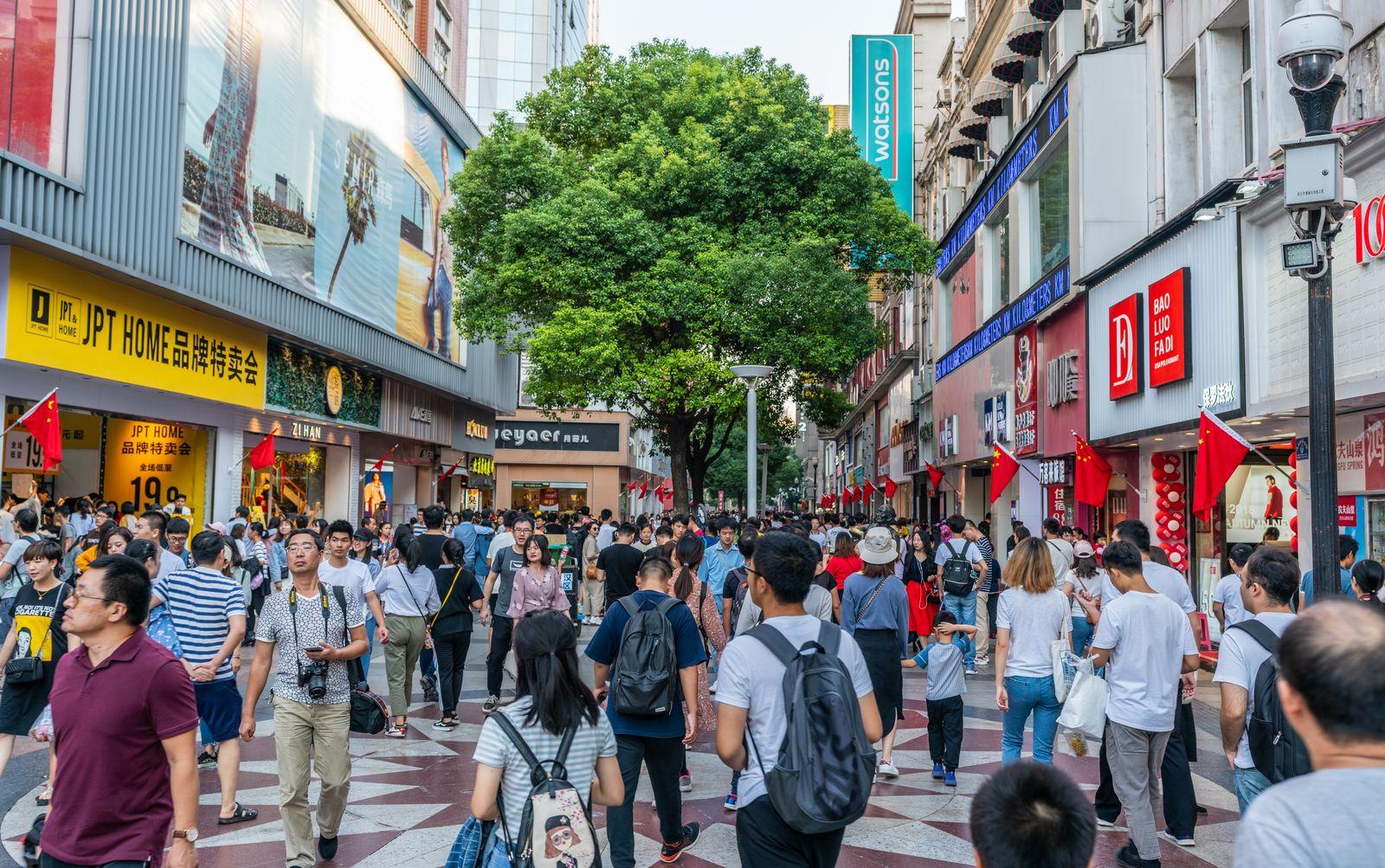 EINMALIGE VERWENDUNG Wuhan/ Strasse
