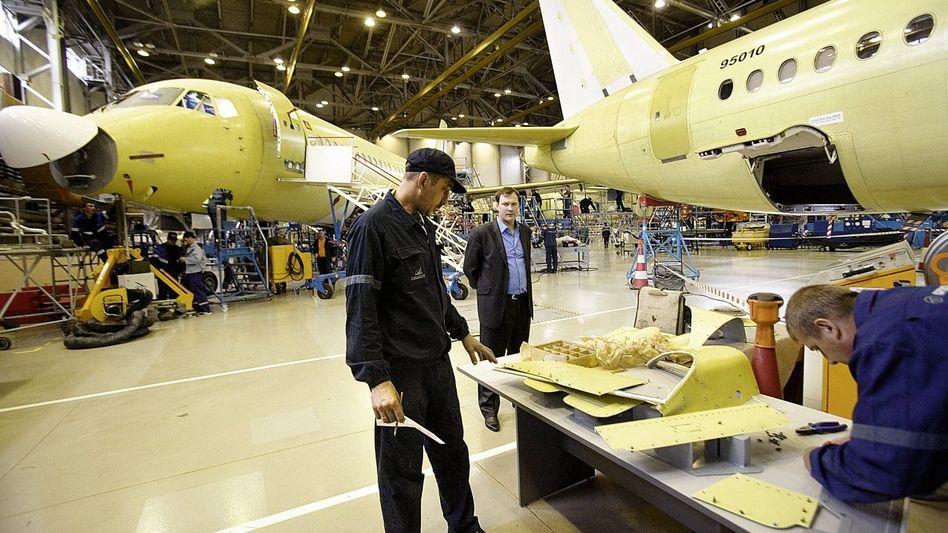 Produktionshalle des Suchoi Superjet: Sogar aus Amerika liegen Bestellungen vor