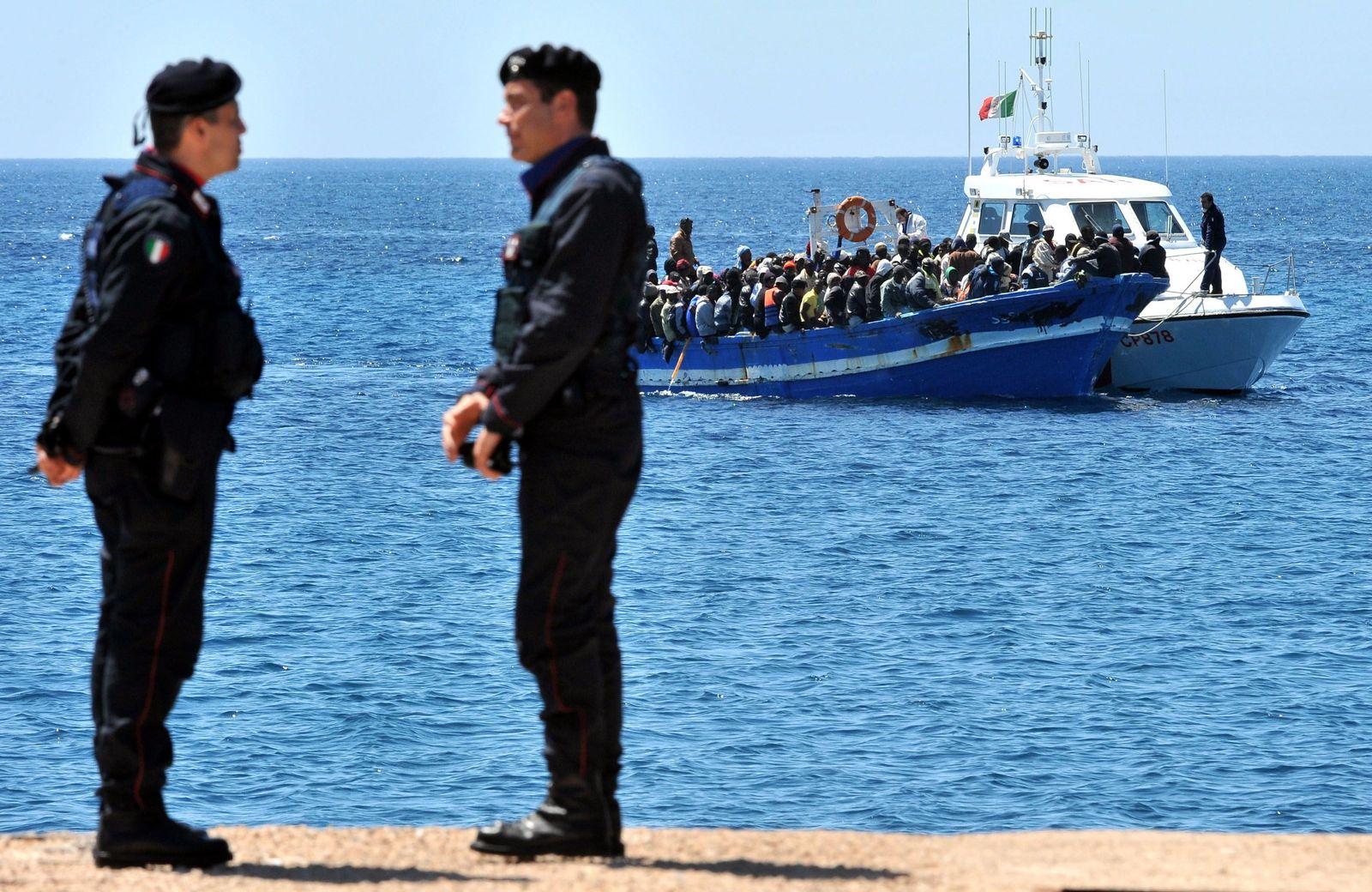 Küstenwache/ Italien/ Flüchtlinge