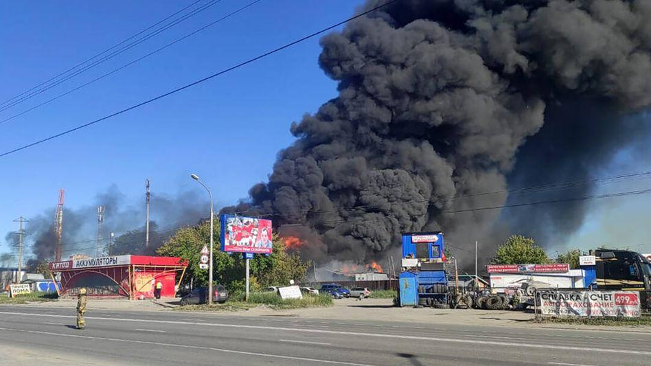 Feuer auf mehr als 800 Quadratmetern: Gas wurde aus einem Tanklaster gepumpt