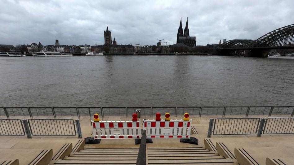 Rhein in Köln: Das Wasser steigt