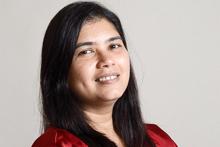 Elsa Marie D'Silva, CEO und Gründerin der Red Dot Foundation, will Indiens Städte sicherer machen