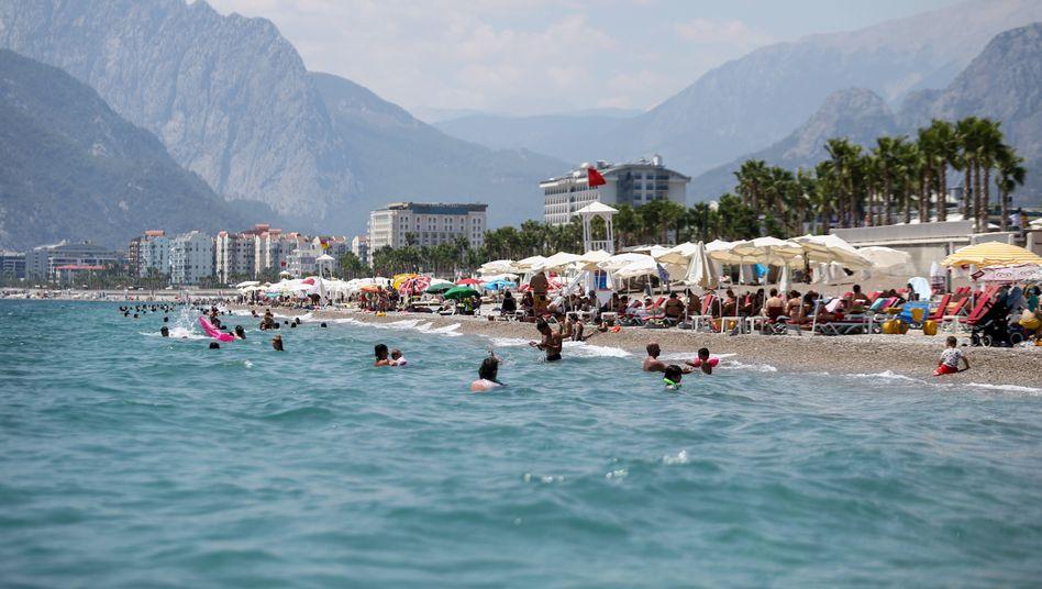 Beliebtes Urlaubsziel: Strand in Antalya am Dienstag