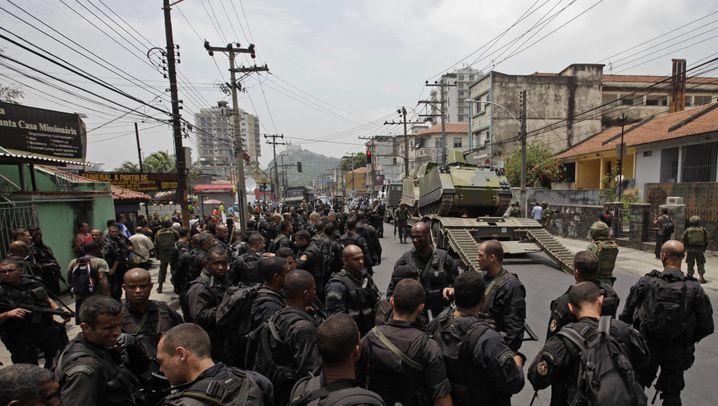 Straßenkampf in Brasilien: Panzer und Maschinengewehre