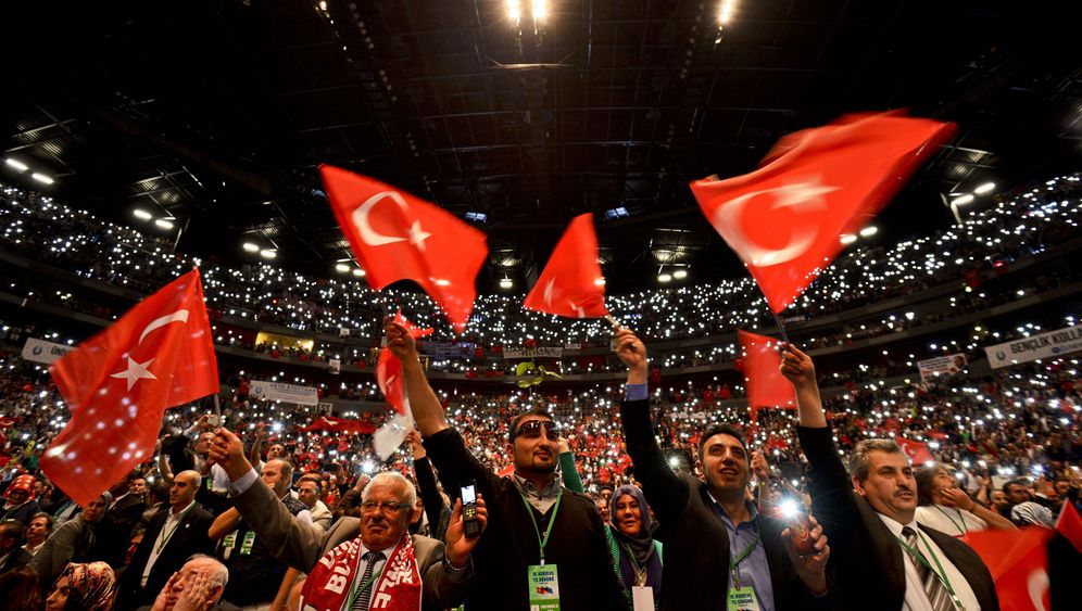 Photo Gallery: Turkish Elections Expand to Germany