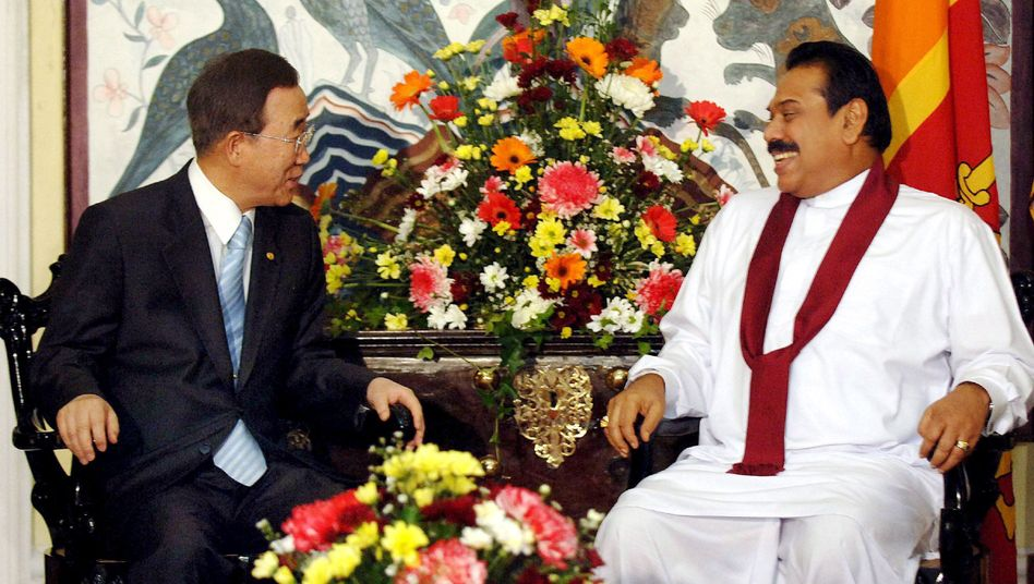 United Nations Secretary General Ban Ki-moon (left) meeting with Sri Lankan President Mahinda Rajapaksa. The leaked report says Ban stood helplessly by as thousands of Sri Lankans lost their lives.