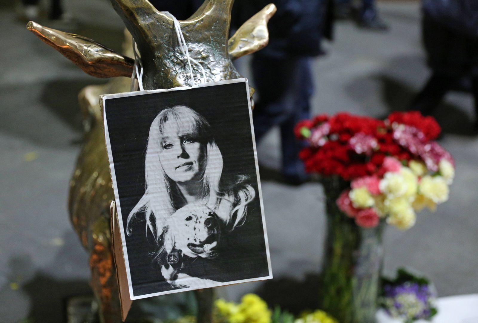 NIZHNY NOVGOROD, RUSSIA - OCTOBER 3, 2020: A makeshift memorial to Irina Slavina, late editor-in-chief of the Koza press