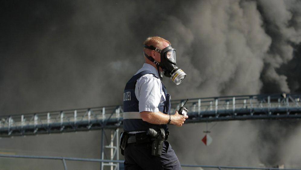 Großbrand: Rauch über der Rhein-Neckar-Region