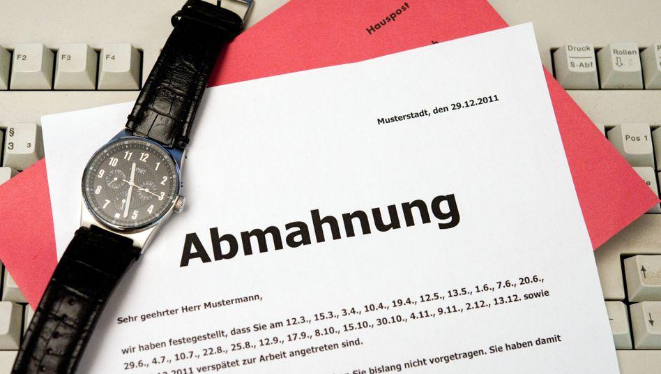 Mal wieder abgemahnt: Mancher Arbeitgeber macht mit solchen Briefen Mitarbeiter mürbe