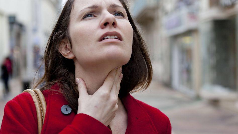 Halsschmerzen? Grund können entzündete Mandeln sein