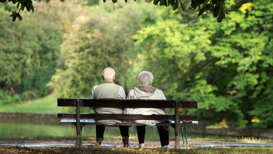 Reicht die Rente? Für viele ältere Menschen ist das keine theoretische Frage