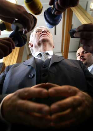 Innenminister Schily: Massiv unter Druck