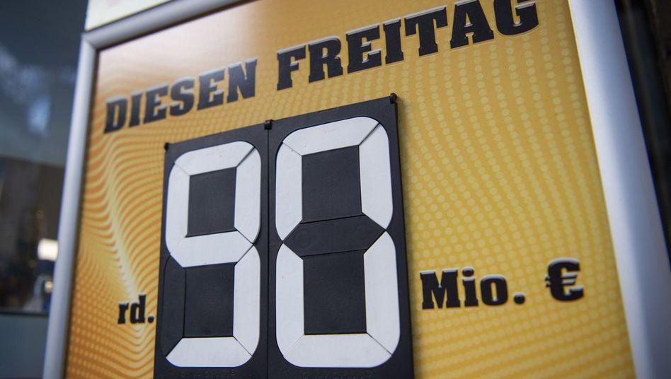 Werbetafel für Lotto am Kiosk (Archivbild)